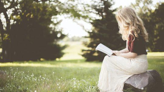 الروايات الكلاسيكية أفضل لصحتك من كتب المساعدة النفسية