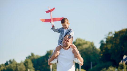 شجع طفلك ليتخطى الخوف: ساعد طفلك ليتخطى حاجز الخوف من التحدث أمام الآخرين